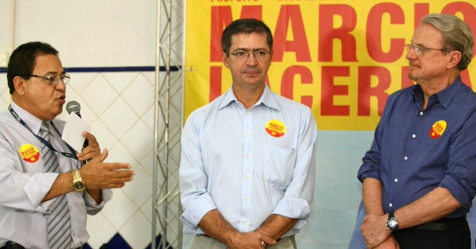 26.jul.2012 - O prefeito de Belo Horizonte e candidato à reeleição, Marcio Lacerda (à dir.), e o seu vice Délio Malheiros (no centro) visitaram na tarde desta quinta-feira (26) o Sindicato dos Empregados do Comércio de Minas Gerais, no centro da capital mineira