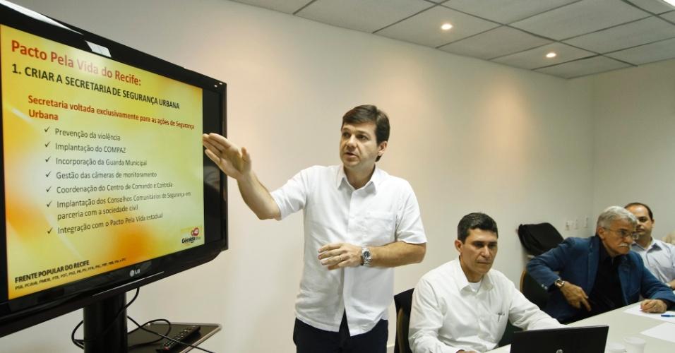 27.jul.2012 - Geraldo Julio, candidato do PSB à Prefeitura do Recife, apresentou nesta sexta-feira, em entrevista coletiva, o seu plano de combate à violência, que tem como carro-chefe a criação da Secretaria de Segurança Urbana