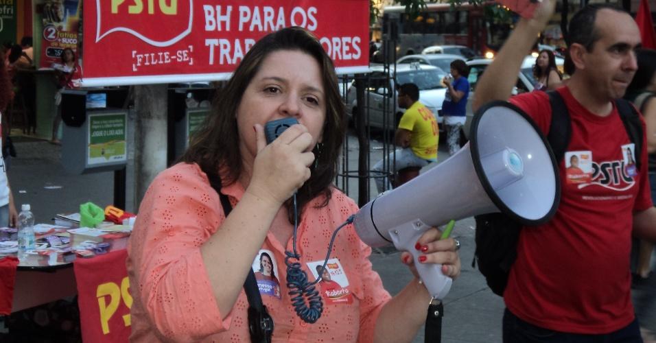 27.jul.2012 - Vanessa Portugal, candidata do PSTU à Prefeitura de Belo Horizonte, faz discurso aos eleitores na praça Sete, no centro da capital mineira