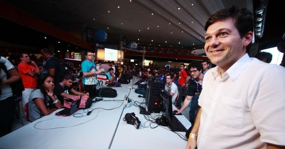 27.jul.2012 - O candidato do PSB à Prefeitura do Recife, Geraldo Julio, compareceu na noite desta sexta-feira à Campus Party, que ocorre pela primeira vez na capital pernambucana