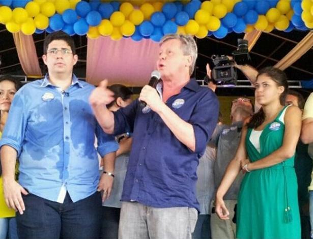 28.jul.2012 - Arthur Virgílio (centro), candidato do PSDB à Prefeitura de Manaus, discursa durante o lançamento oficial de sua campanha, no bairro de Jorge Teixeira, na zona leste da capital amazonense