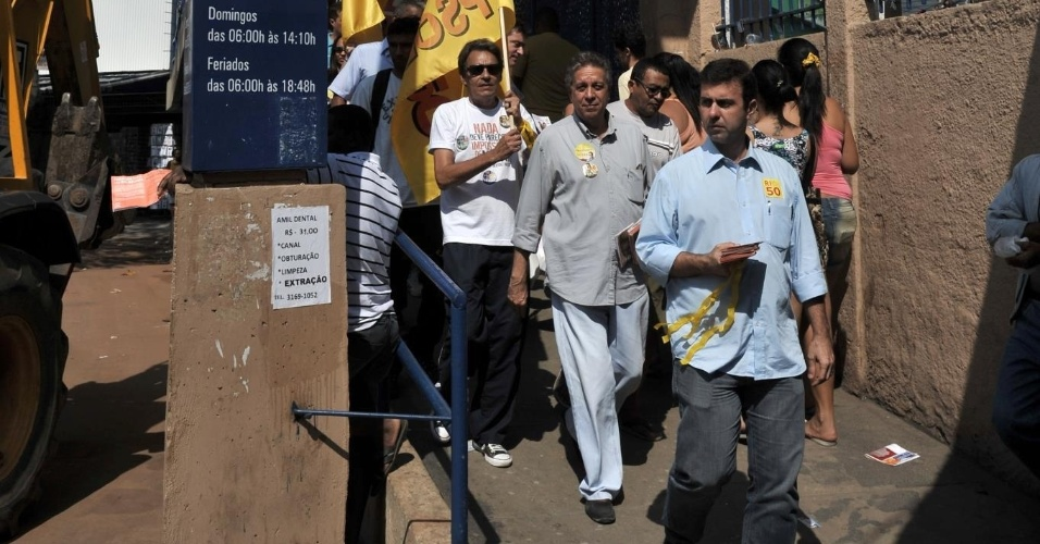 28.jul.2012 - O candidato do PSOL à Prefeitura do Rio de Janeiro, Marcelo Freixo, fez caminhada neste sábado em Madureira, zona norte da capital fluminense
