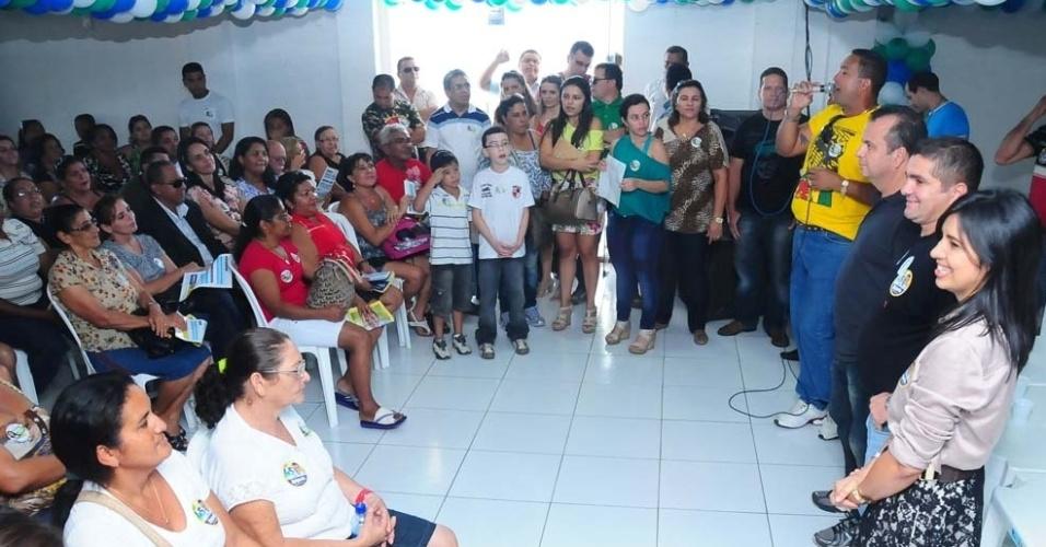 28.jul.2012 - Rogério Marinho (terceiro da direita para a esquerda), candidato do PSDB à Prefeitura de Natal, compareceu neste sábado ao lançamento da candidatura de Janderrê Melo (à dir.), que vai disputar uma vaga para a Câmara Municipal