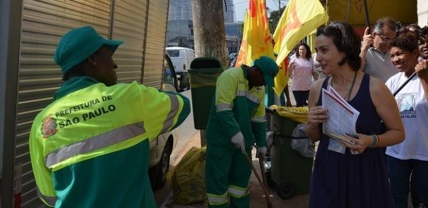28.jul.2012- A candidata do PPS à Prefeitura de São Paulo, Soninha Francine, faz campanha pelas ruas do comércio da avenida Doutor Eduardo Cotching, Vila Formosa, zona leste da cidade