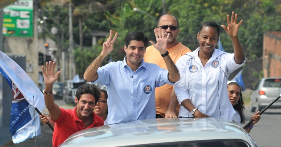 29.jul.2012 - O candidato do DEM à Prefeitura de Salvador, ACM Neto, fez a primeira carreata da sua campanha neste domingo, no bairro de Castelo Branco