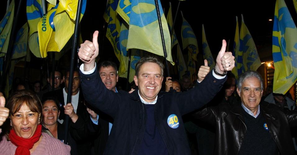 1.ago.2012 - Luciano Ducci, prefeito de Curitiba e candidato à reeleição pelo PSB, inaugurou na noite desta quarta-feira um comitê de campanha no bairro do Portão, região central da capital paranaense