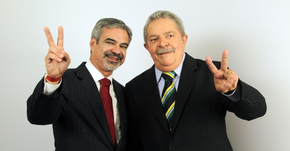 30.jul.2012 - Humberto Costa, candidato do PT à Prefeitura do Recife, esteve em São Paulo nesta segunda-feira para tirar fotos de campanha com o ex-presidente Lula