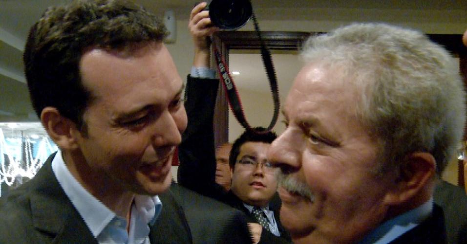 31.jul.2012 - Lúdio Cabral, candidato do PT à Prefeitura de Cuiabá, esteve em São Paulo nesta terça-feira para tirar foto com o ex-presidente Lula para a campanha eleitoral