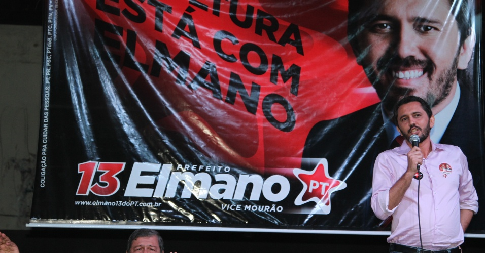 1.ago.2012 - Elmano de Freitas, candidato do PT à Prefeitura de Fortaleza, participou nesta quarta-feira de um debate sobre cultura no teatro da Boca Rica, na Praia de Iracema