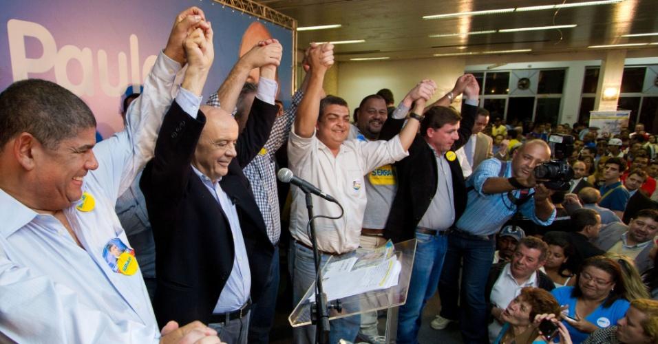 1.ago.2012 - José Serra, candidato do PSDB à Prefeitura de São Paulo, apresentou seu plano de governo a moradores do bairro do M'Boi Mirim, zona sul da capital