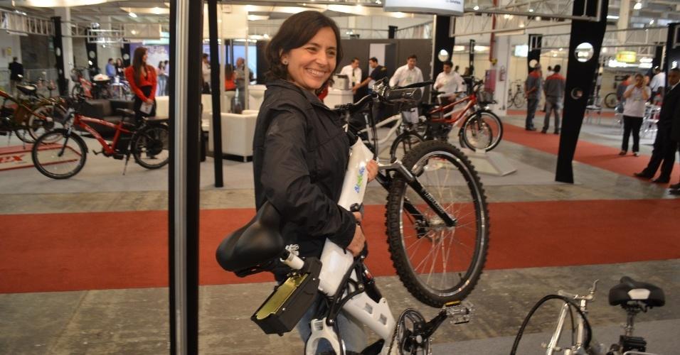 2.ago.2012 - A candidata do PPS à Prefeitura de São Paulo, Soninha Francine, compareceu na solenidade de abertura da Bike Expo Brasil 2012, o maior evento do setor ciclístico na América Latina, na zona norte da capital