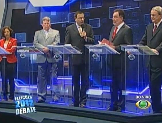 2.ago.2012 - BELO HORIZONTE - Os quatro candidatos à Prefeitura de Belo Horizonte dialogam durante o debate. Da esquerda para direita estão Maria da Consolação (PSOL), Alfredo Flister (PHS), Patrus Ananias (PT) e Márcio Lacerda (PSB),que tenta a reeleição
