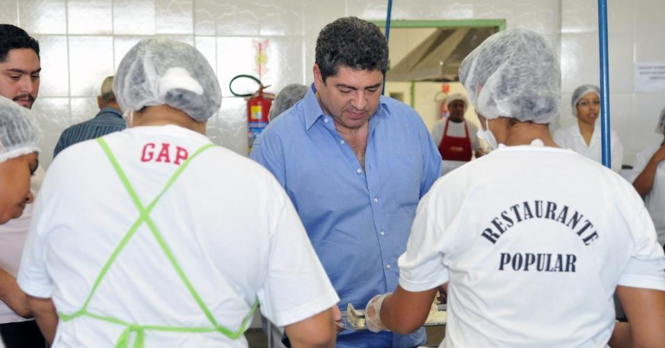2.ago.2012 - Guilherme Maluf, candidato do PSDB à Prefeitura de Cuiabá, almoçou nesta quinta-feira no Restaurante Popular de Cuiabá, no bairro de Boa Esperança, região central da capital mato-grossense. No local, ele disse que quer construir mais dois restaurantes populares em Cuiabá
