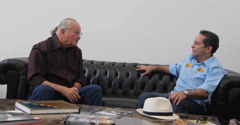 2.ago.2012 - O candidato à Prefeitura de Fortaleza pelo PDT, Heitor Férrer (à dir.), visitou a sede da Federação das Associações do Comércio, Indústria, Serviços e Agropecuária do Ceará. No encontro, discutiu a requalificação do centro de Fortaleza