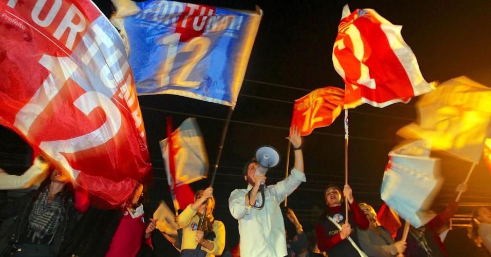 2.ago.2012 - PORTO ALEGRE: Militância do PDT se reúne momentos antes do debate político com os candidatos à Prefeitura de Porto Alegre
