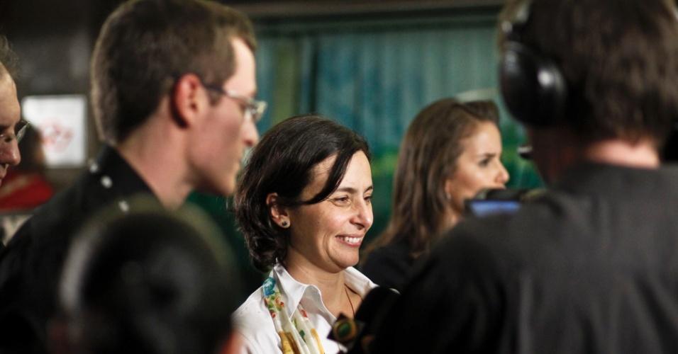 2.ago.2012 - SÃO PAULO: A candidata do PPS à Prefeitura de São Paulo, Soninha Francine, aparece sorridente na chegada ao debate e fala com os jornalistas