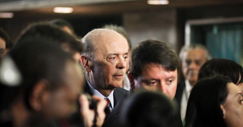 2.ago.2012 - SÃO PAULO: O candidato do PSDB à Prefeitura de São Paulo, José Serra, aparenta seriedade na chegada ao debate da TV Bandeirantes