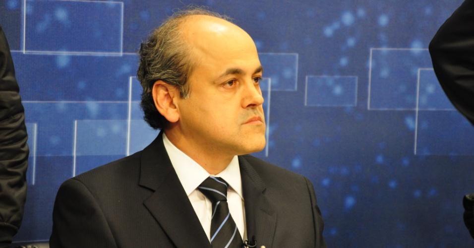 02.ago.2012 - O candidato do PDT à Prefeitura de Curitiba, Gustavo Fruet, participa do debate na TV Band
