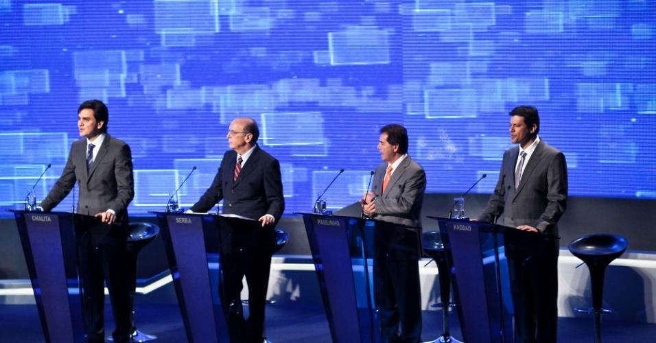 2.ago.2012 - SÃO PAULO - Os candidatos Gabriel Chalita (PMDB), José Serra (PMDB), Paulinho da Força (PDT) e Fernando Haddad (PT) evitam embates durante o debate da TV Bandeirantes