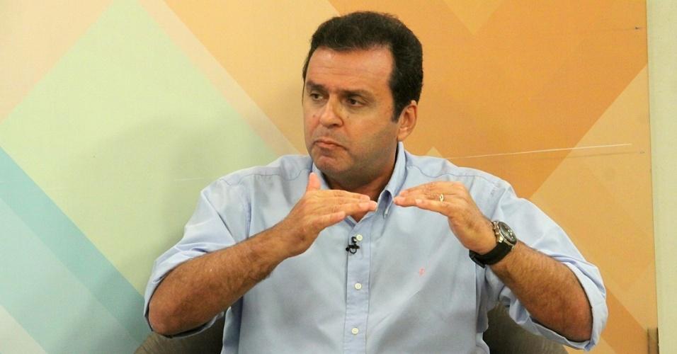 3.ago.2012 - O candidato do PDT à Prefeitura de Natal, Carlos Eduardo, concedeu entrevista à TV Ponta Negra, onde apresentou suas propostas de governo