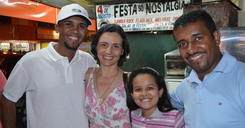 5.ago.2012 - A candidata do PPS à Prefeitura de São Paulo, Soninha Francine, fez campanha neste domingo no bairro da Vila Ema, zona leste da capital paulista