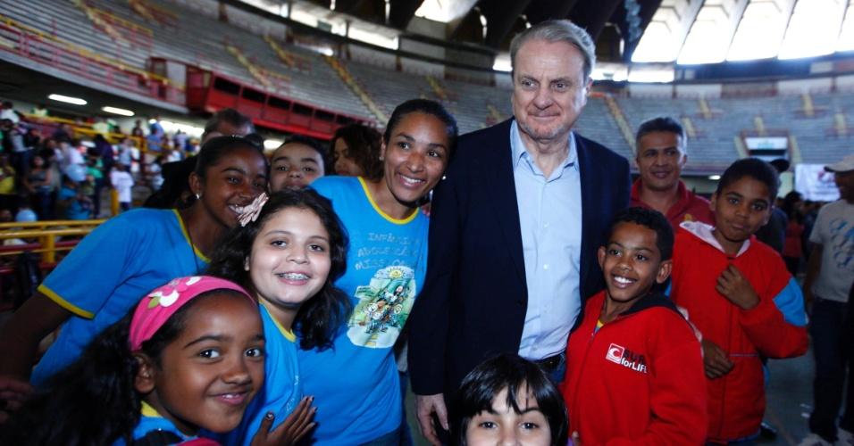 5.ago.2012 - Marcio Lacerda, candidato à reeleição em Belo Horizonte pelo PSB, participou neste domingo do Hosana BH, no ginásio Mineirinho. O evento é um dos mais importantes do calendário católico mineiro
