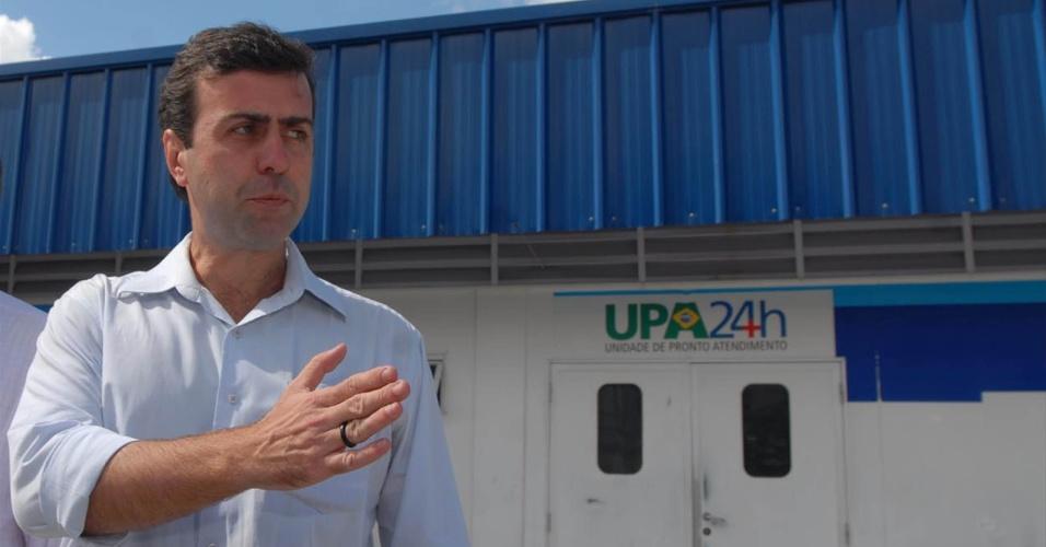 6.ago.2012 - Marcelo Freixo, candidato do PSOL à Prefeitura do Rio de Janeiro, visitou nesta segunda-feira, a UPA (Unidade de Pronto Atendimento) do Complexo do Alemão, zona norte do Rio de Janeiro