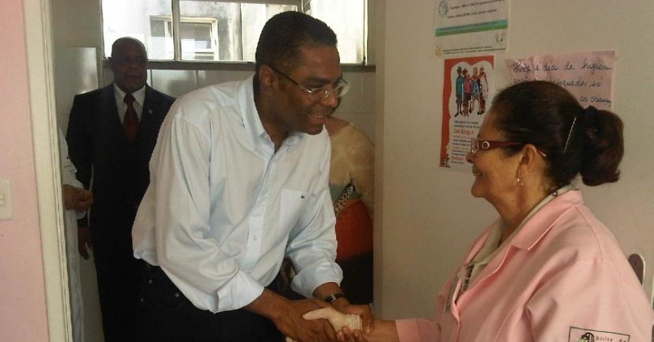 6.ago.2012 - Márcio Marinho, candidato do PRB à Prefeitura de Salvador, visitou a sede do Hospital Martagão Gesteira, no bairro de Tororó, região central da capital baiana