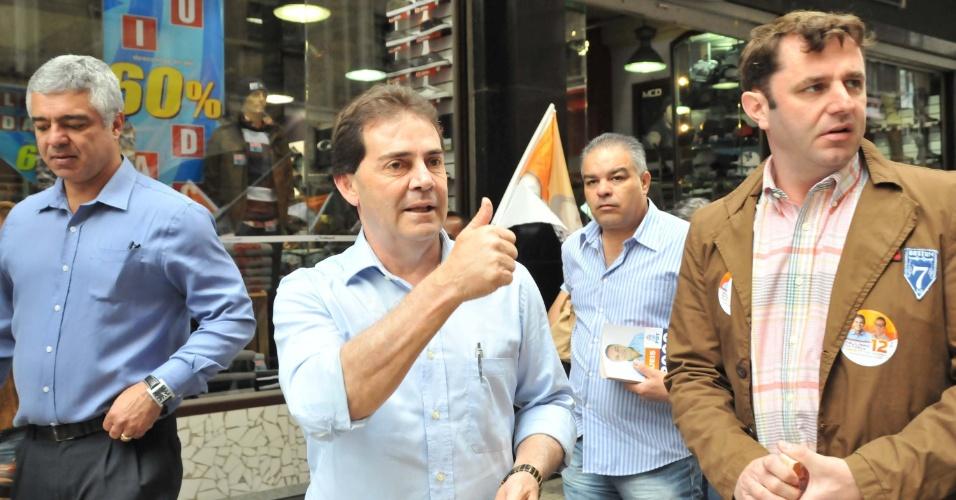 6.ago.2012 - O candidato a prefeito de São Paulo pelo PDT, Paulinho da Força, faz campanha nas ruas centrais da cidade