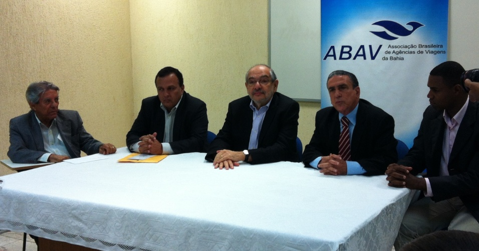 6.ago.2012 - O candidato do PMDB à Prefeitura de Salvador, Mario Kertész (centro), apresentou suas propostas para o setor de turismo para integrantes da ABAV (Associação Brasileira de Agências de Viagens da Bahia)