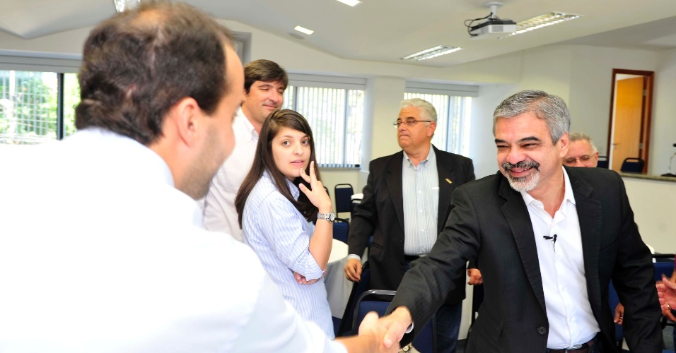 6.ago.2012 - O candidato do PT à prefeitura, Humberto Costa, e o seu vice, João Paulo (PT), visitaram o Sinduscon-PE (Sindicato da Indústria da Construção Civil no Estado de Pernambuco) para discutir o espaço e a mobilidade urbana na cidade