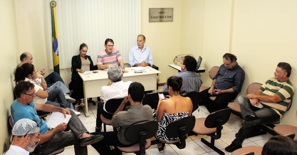 6.ago.2012 -  Inácio Arruda, candidato do PC do B à Prefeitura de Fortaleza, participa de debate sobre cultura de paz, no Sindicato dos Médicos do Estado do Ceará