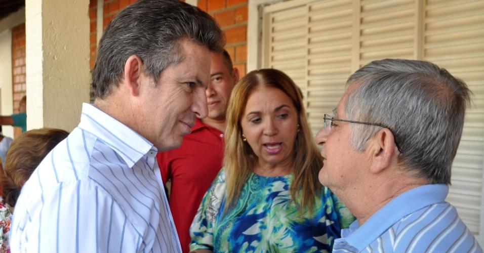 8.ago.2012 - Mauro Mendes, candidato do PSB à Prefeitura de Cuiabá, visitou nesta quarta-feira o Abrigo Bom Jesus, onde assinou um compromisso de manutenção e expansão do atendimento aos idosos, crianças e adolescentes carentes