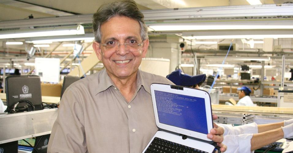 8.ago.2012 - Pauderney Avelino, candidato do DEM à Prefeitura de Manaus, visitou nesta quarta-feira a empresa CCE, com sede no Amazonas
