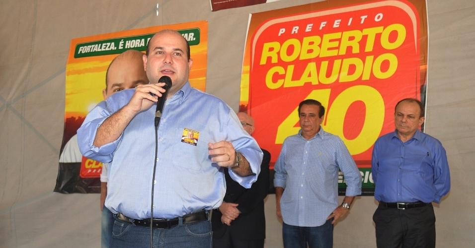 8.ago.2012 - Roberto Cláudio, candidato do PSB à Prefeitura de Fortaleza, discursa durante café da manhã com empresários nesta quarta-feira
