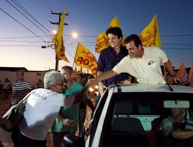 8.ago.2012 - Durante carreata, o candidato à Prefeitura de Natal Carlos Eduardo (PDT) prometeu ampliar a rede de Unidades de Pronto Atendimento (UPAs)