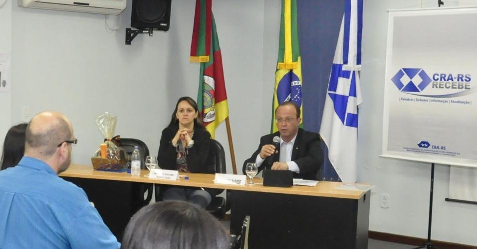 9.ago.2012 - Adão Villaverde, candidato do PT à Prefeitura de Porto Alegre, apresentou suas propostas nesta quinta-feira para a direção e associados da seccional do Rio Grande do Sul do Conselho Regional de Administração