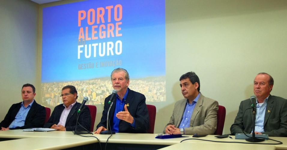 """9.ago.2012 - José Fortunati, candidato do PDT à reeleição em Porto Alegre, participou nesta quinta-feira do ciclo de debates """"Porto Alegre do Futuro"""", na Câmara Municipal da capital gaúcha"""