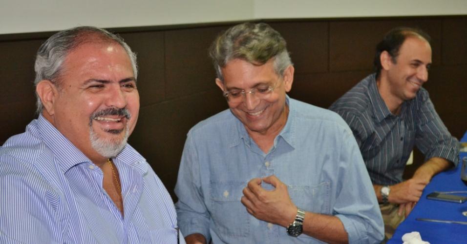 9.ago.2012 - O candidato do DEM à Prefeitura de Manaus, Pauderney Avelino (centro), se reuniu nesta quinta-feira com integrantes da Câmara dos Dirigentes Lojistas de Manaus, no centro da capital amazonense