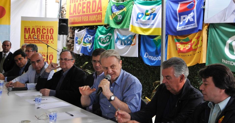 10.ago.2012 - O prefeito de Belo Horizonte, Marcio Lacerda, candidato à reeleição pelo PSB, discursa durante encontro com os presidentes e representantes dos 19 partidos da coligação BH Segue em Frente, que apoia sua candidatura