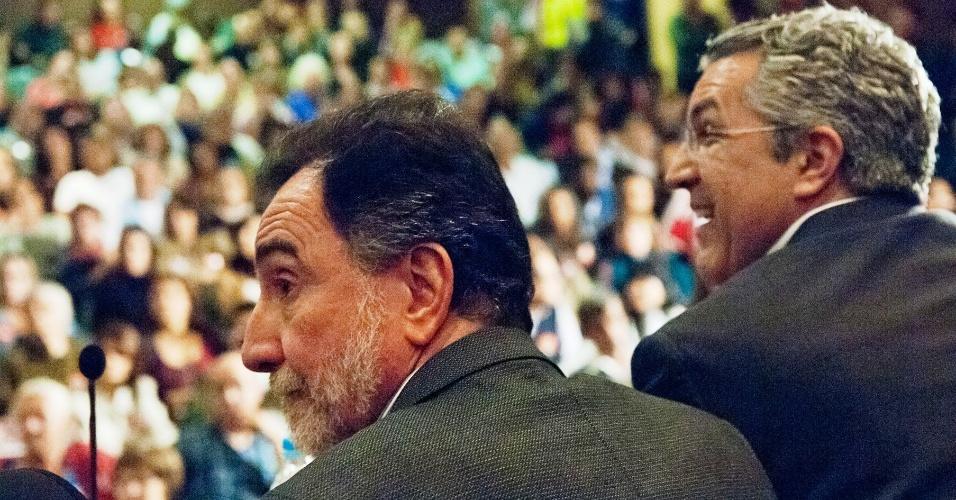 11.ago.2012 - O candidato do PT à Prefeitura de Belo Horizonte, Patrus Ananias (à esq.), participa de evento de campanha ao lado do ministro Alexandre Padilha (Saúde)