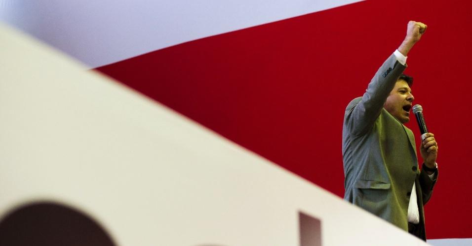 11.ago.2012 - O candidato do PT à Prefeitura de São Paulo, Fernando Haddad, discursa em plenária de seu coordenador de campanha e vereador candidato à reeleição, Antonio Donato, na região central
