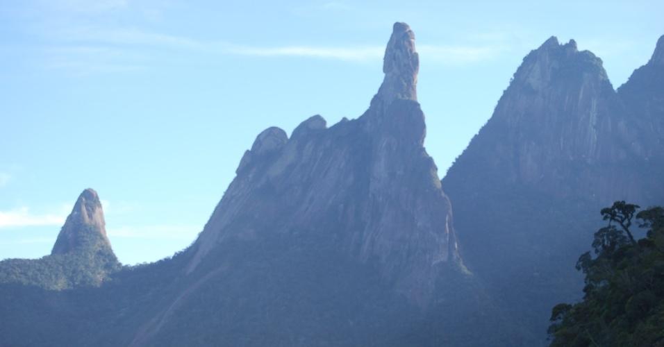 24.ago.2012 - Dedo de Deus é um dos pontos turísticos mais visitados de Teresópolis. Localizado na Serra dos Órgãos que atravessa outros municípios do Rio de Janeiro, o pico tem mais de 1.600 metros