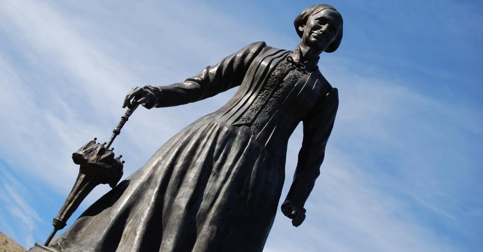 24.ago.2012 - Monumento em homenagem à imperatriz Tereza Christina, que dá nome à cidade de Teresópolis, fica na entrada do município e foi inaugurado em 1995