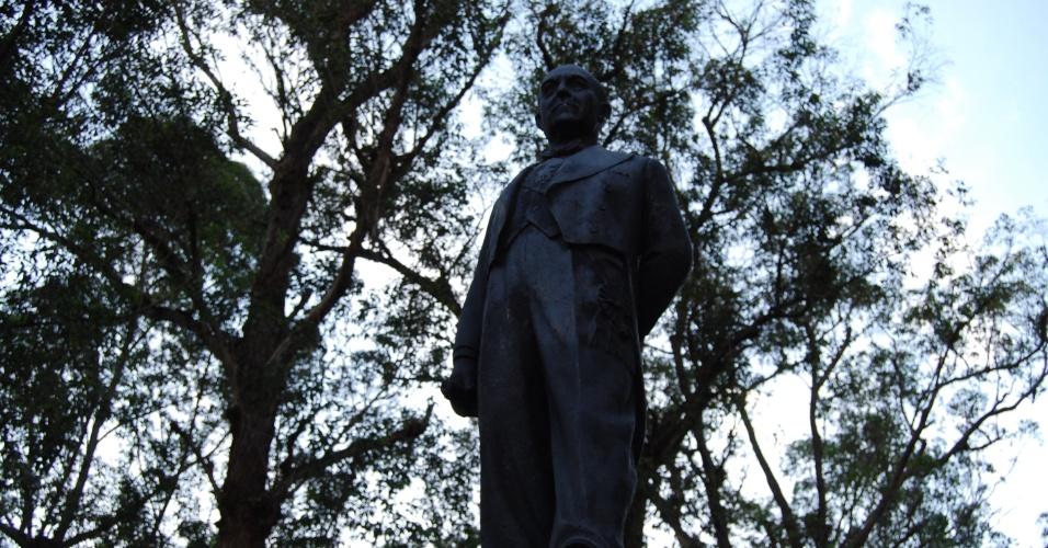 24.ago.2012 - Monumento em homenagem ao ex-presidente do Brasil Getúlio Vargas localizado na praça de mesmo nome, em Nova Friburgo (RJ)
