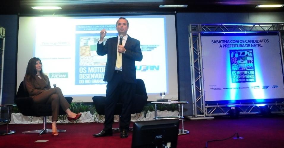 """13.ago.2012 - Rogério Marinho, candidato do PSDB à Prefeitura de Natal, participou nesta segunda-feira do seminário """"Motores do Desenvolvimento"""", no bairro de Lagoa Nova, zona sul da capital potiguar"""