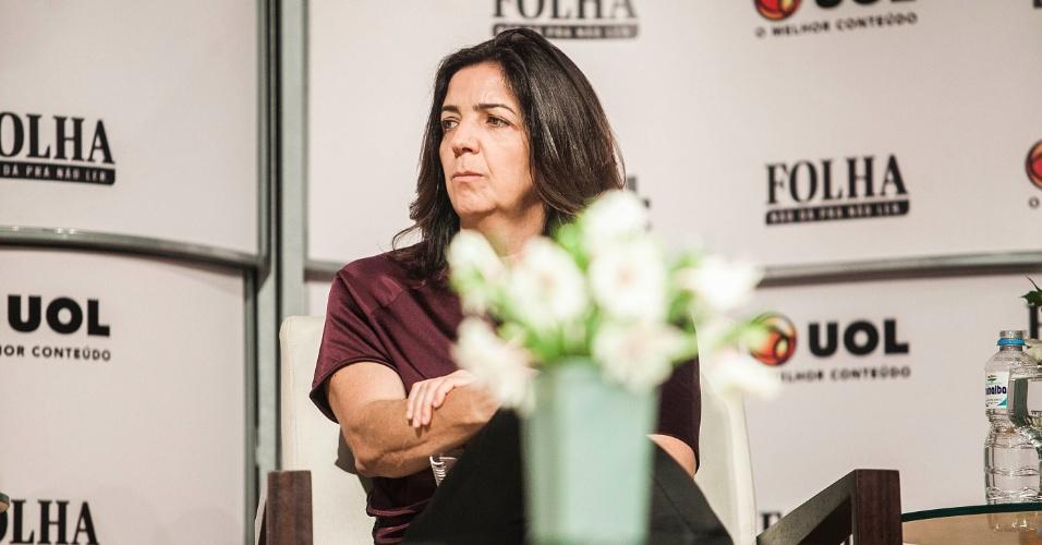 """14.ago.2012 - A editora de """"Cotidiano"""" da Folha de S.Paulo, Denise Chiarato, questiona se não é utópico falar em escola em tempo integral, quando há déficit de vagas em creches na cidade"""
