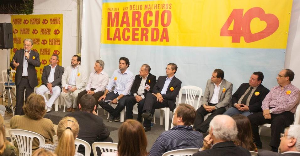 14.ago.2012 - Marcio Lacerda, candidato à reeleição em Belo Horizonte pelo PSB, discursa durante encontro com líderes do setor odontológico da capital mineira