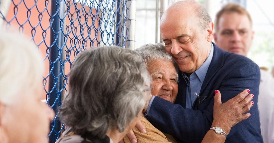 14.ago.2012 - O candidato a prefeito de São Paulo José Serra (PSDB) visitou nesta terça-feira o Centro de Referência do Idoso, na zona norte da cidade