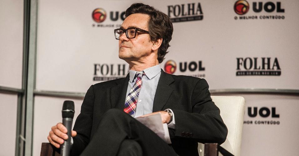 14.ago.2012 - O jornalista da Folha de S.Paulo, Mario César Carvalho, pergunta se a questão da segurança foi importante para a mudança de foco nos investimentos de São Paulo para o Rio de Janeiro